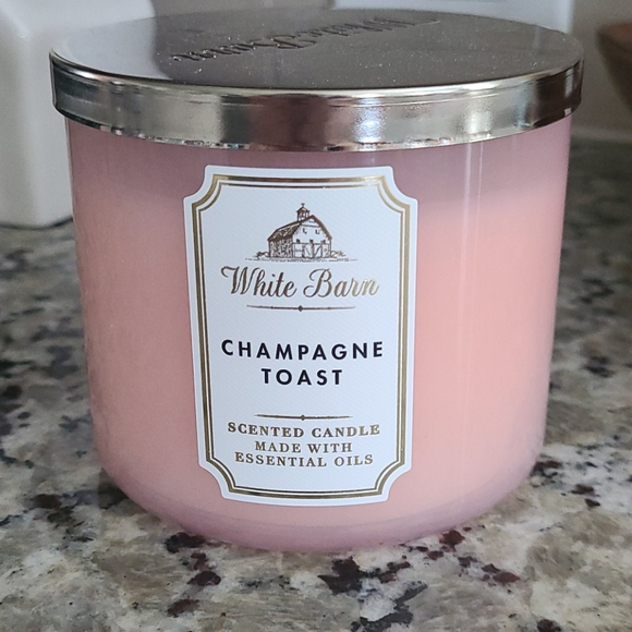 White Barn Champagne Toast 3 Wick Candle NEW!!